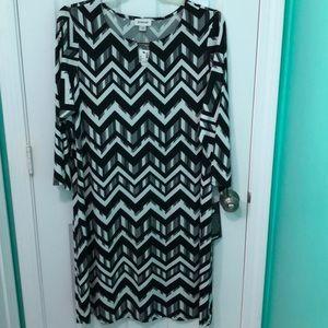NWT Avenue black/white Chevron dress